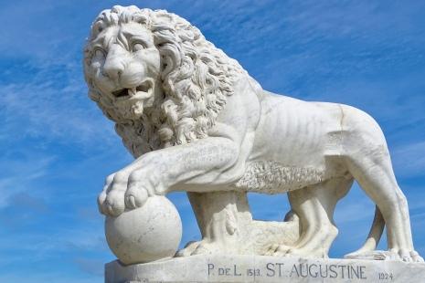 Lion at the Lion's bridge